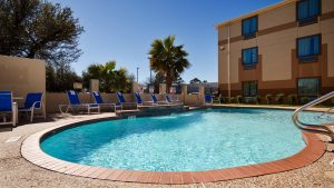 Hotel near Houston Galleria with Outdoor Pool